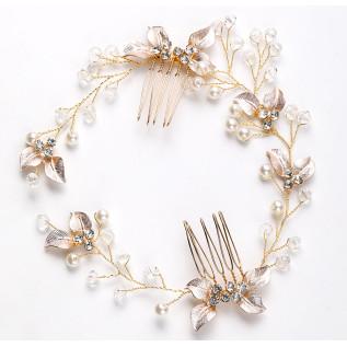 Collier vintage de style victorien sur fine chaine plaquée argent (2.3 mm) composé d' estampes et de perles de verre nac