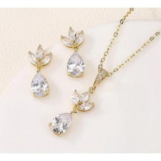 Boucles d'oreilles sur dormeuses en argent 925 composées de gouttes et de perles en cristal Swarovski de couleur crystal