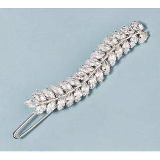 Bijou de dos sur fil de nylon transparent composé de perles de verre nacrées ivoire et de perles en cristal Swarovski.