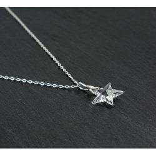 Collier en argent 925 sur fine chaîne et pendentif étoile en cristal Swarovski de couleur crystal