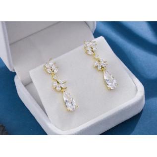 Boucles d'oreilles vintage de style victorien sur dormeuses composées de perles nacrées blanches, de perles en cristal S