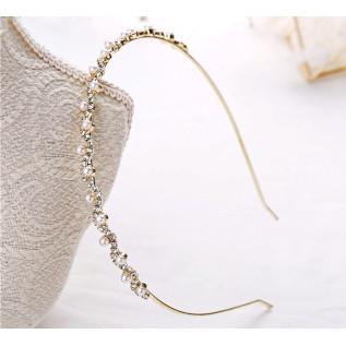 Boucles d'oreilles vintage de style victorien sur dormeuses en argent 925 composées de très belles et fines estampes, de