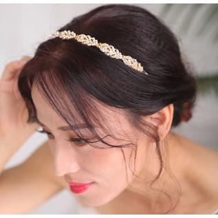 Pour vos mariages à thème, collier vintage de style victorien sur fine chaîne argentée (2.3 mm) composé de très belles e